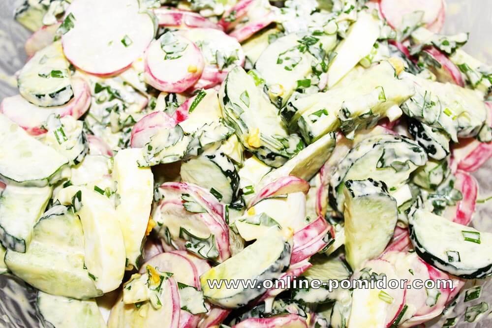Салат из редиски с огурцом и яйцами