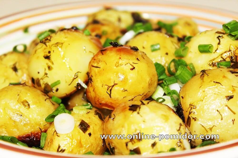 Молодой картофель, запеченный в рукаве